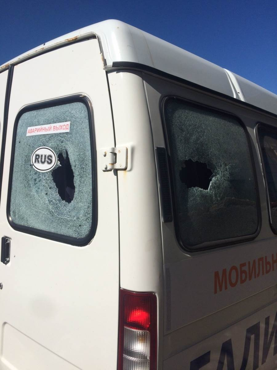Два автомобиля марки «Газель» расстреляли из травматики в Академгородке