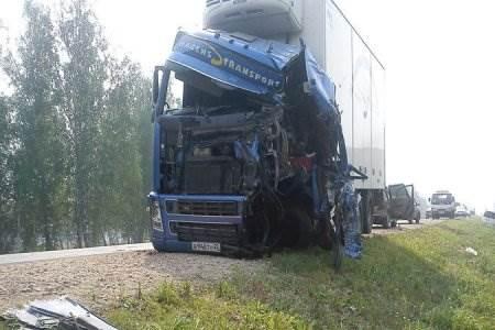 В смертельном ДТП на трассе погиб дальнобойщик