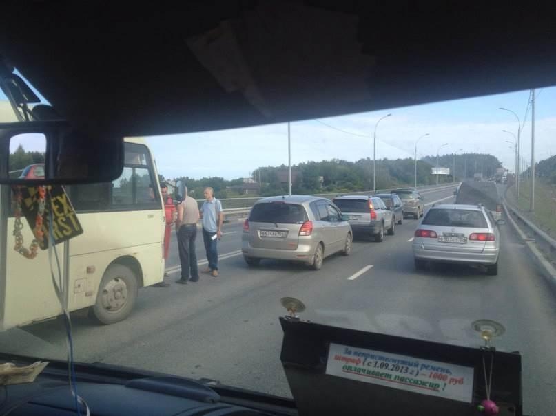 Из-за мелкой аварии стояла трасса М-52 от Вшивой до вокзала в Бердске
