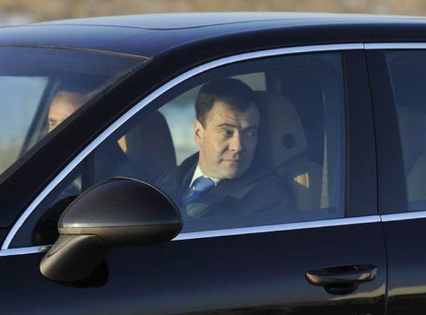 Дмитрий Медведев везет в столицу Сибири серьезные пробки