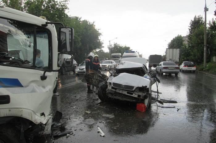 «Ниссан Цефиро»: Смертельный таран двух грузовиков в Новосибирске