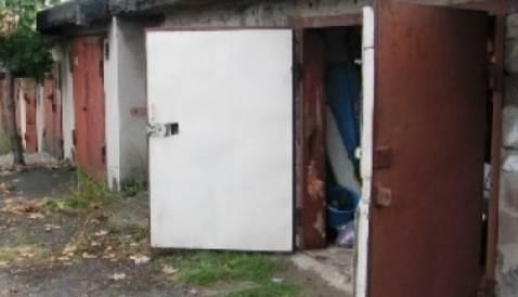 Помогли выбраться из ловушки в гараже мужчине с эпилепсией спасатели Бердска