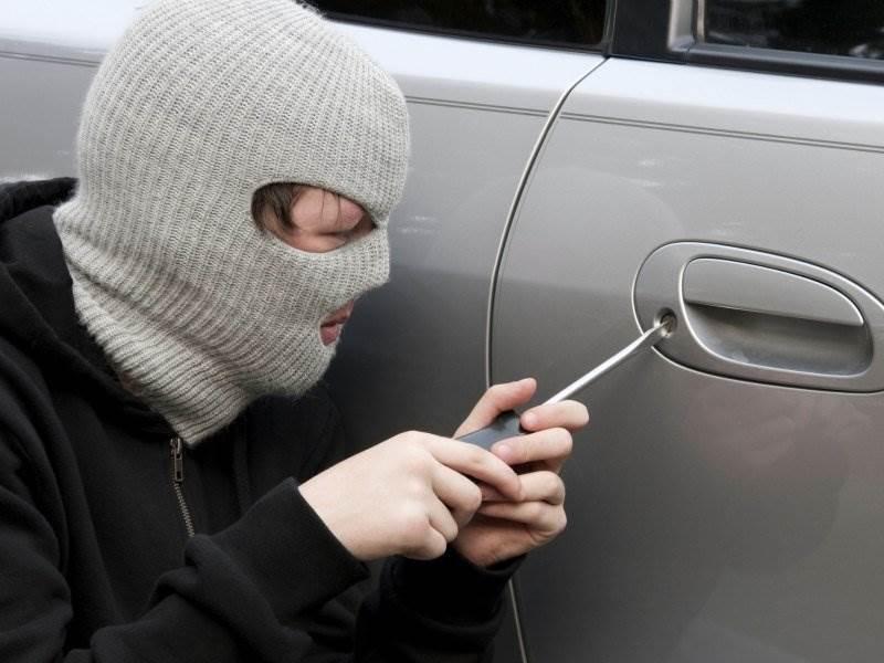 В Бердске взломали автомобиль «Тойота Карина»