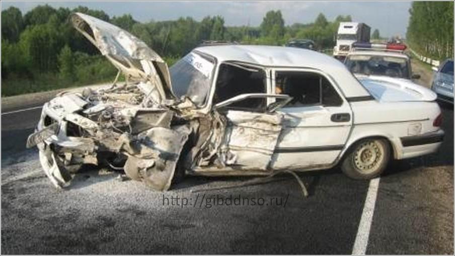 Перевернув автомобиль, водитель из Искитима погиб