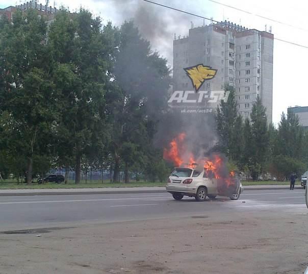 В Новосибирске горел «Харриер». Два человека пострадали