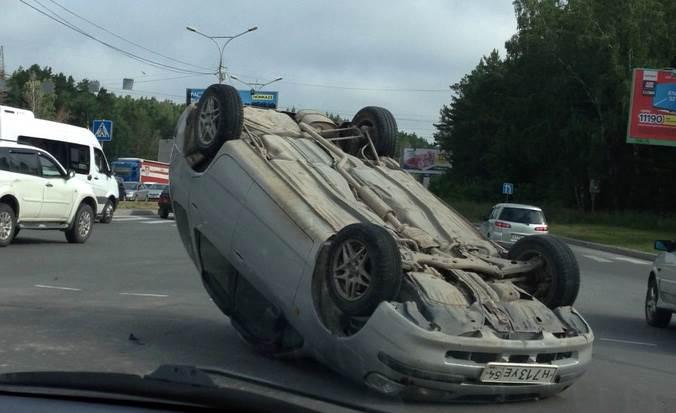 Перевернулся авто пересечении М-52 и проспекта Строителей