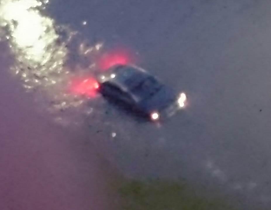 ФОТОФАКТ: И машины «поплыли» во время грозы в Бердске