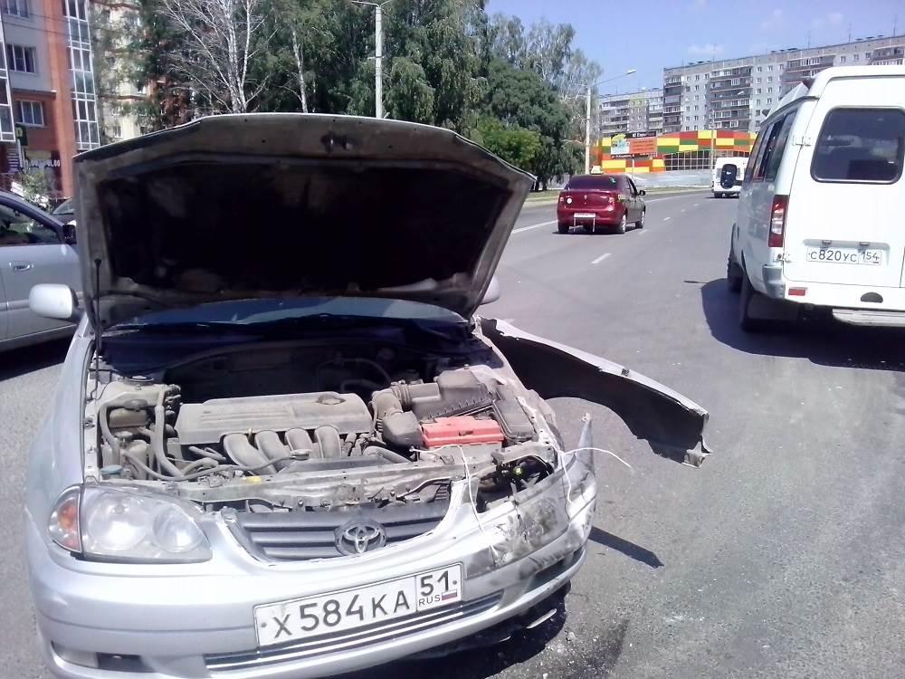 В Бердске столкнулись «Тойота» и маршрутка