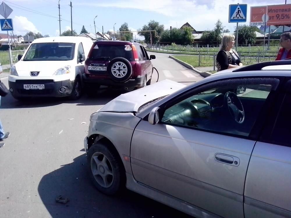 Классическое ДТП на перекрестке в Бердске