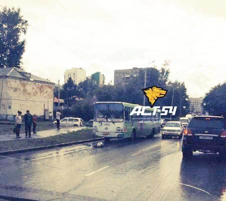 Автобус насмерть задавил пенсионера в Новосибирске