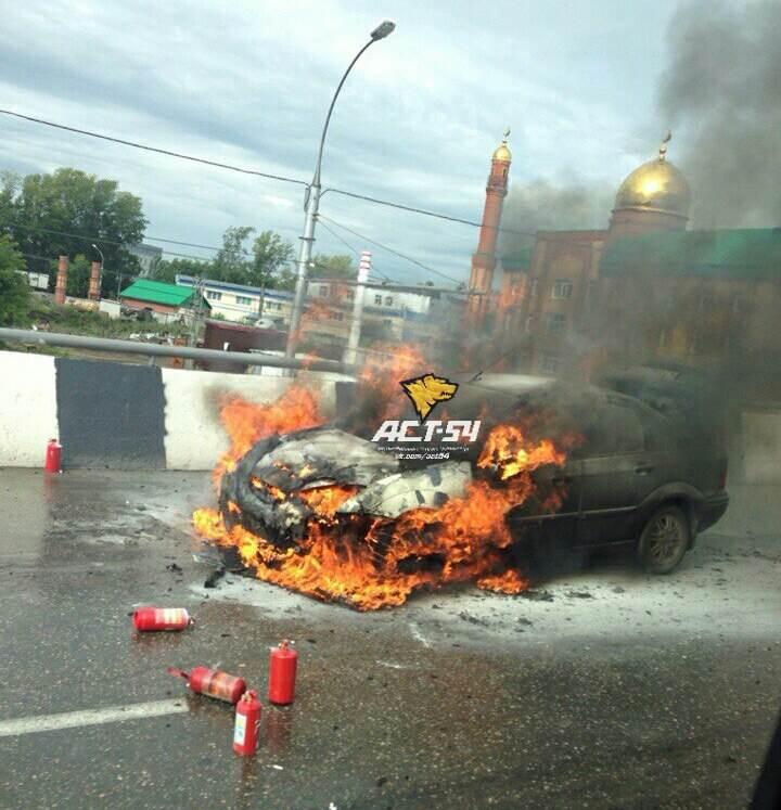 В Новосибирске сгорел «Форд Фокус»