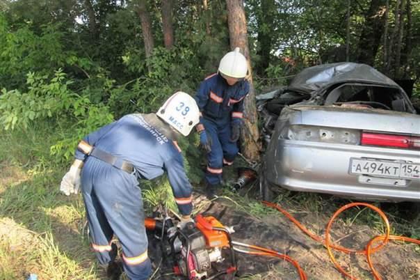 Водитель Toyota Mark II в Новосибирске покалечился сам и убил пассажира