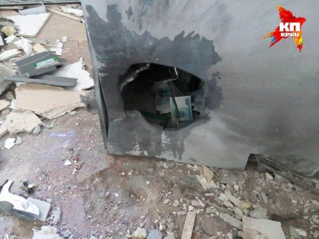 ФОТОФАКТ: Почему жулики, взорвавшие банкомат, не взяли из него деньги?