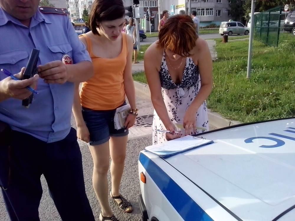 Жесткое столкновение авто на перекрестке в Бердске обошлось без пострадавших