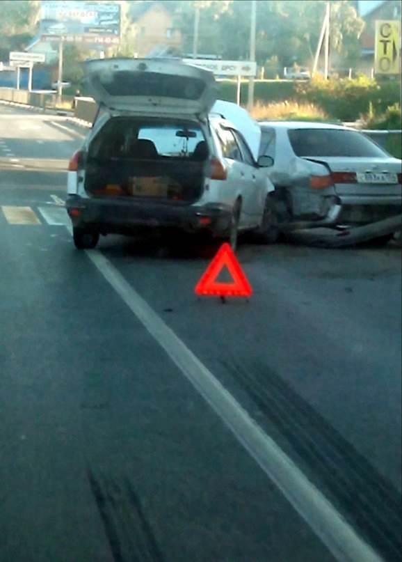 ФОТОФАКТ: ДТП у пешеходного перехода, вызвавшее пробку на трассе М-52 в Бердске
