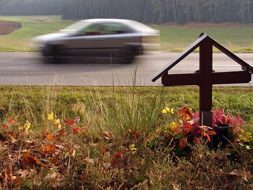 Госдума хочет запретить «поминки» вдоль дорог