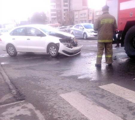 Пожарная команда, спешившая на пожар, попала в ДТП в Бердске