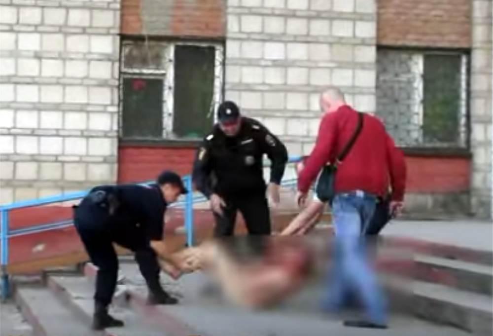ВИДЕОФАКТ: Голый и неадекватный задержан полицией Бердска