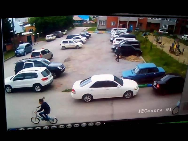 Полиция Бердска разыскивает двоих парней укравших велосипеды