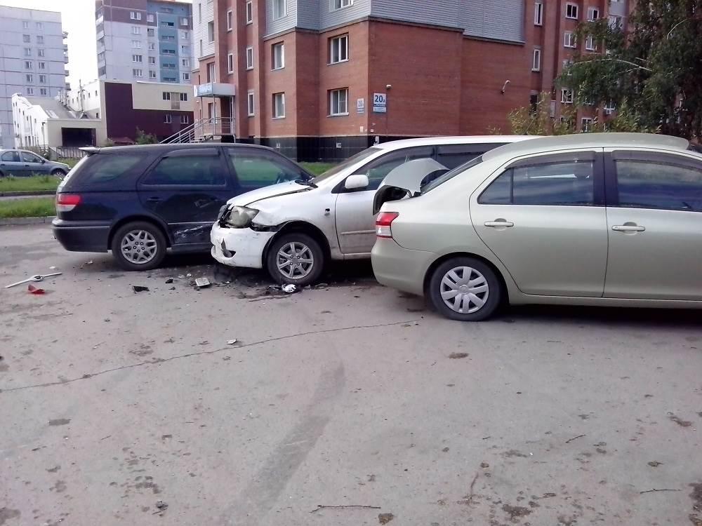 Разыскивается автомобиль таранивший ночью три «Тойоты» в Бердске