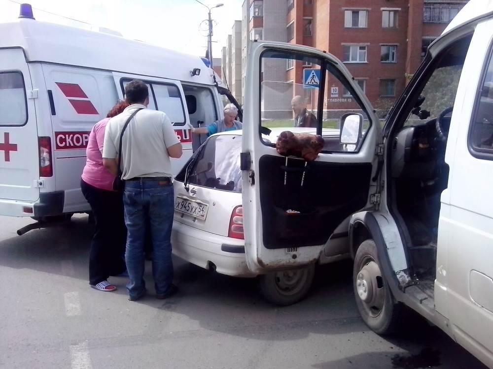 Водитель «Ниссана» пострадала в столкновении с маршруткой в Бердске