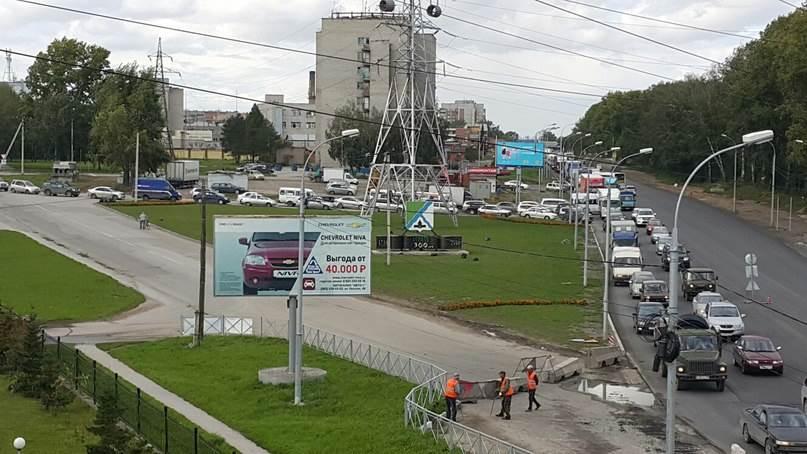 ФОТОФАКТ: Во имя чего собирают пробки на южном выезде из Бердска?