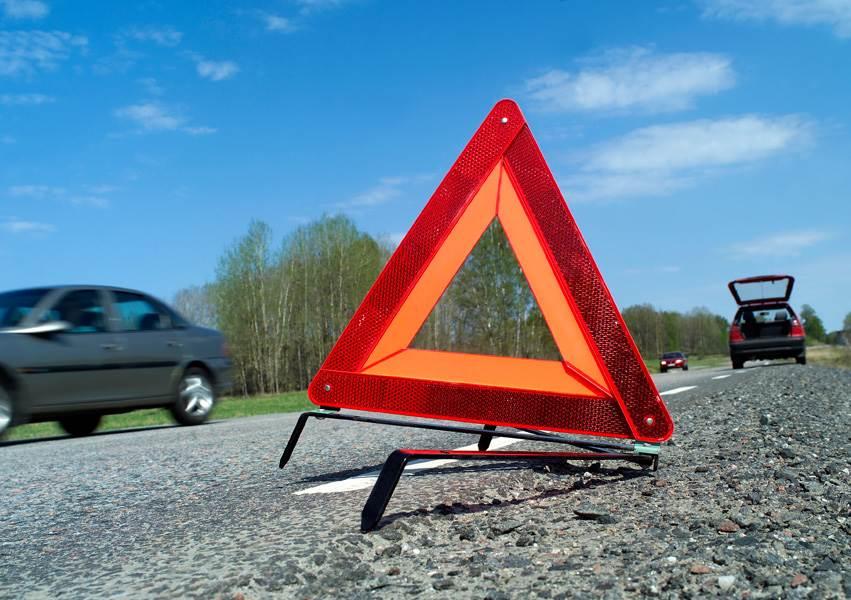 В столкновении автомобилей на трассе погибли два пассажира