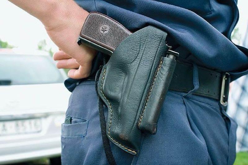 При задержании автомобиля нарушителя инспекторы применили табельное оружие