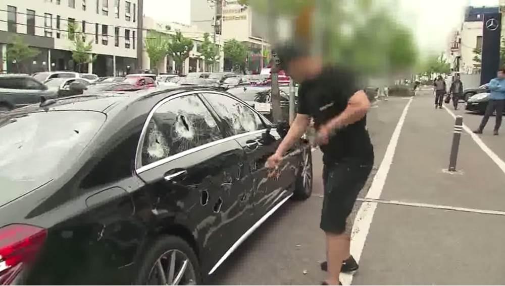 ВИДЕО: Владелец уничтожил свой Mercedes S63 AMG клюшкой для гольфа