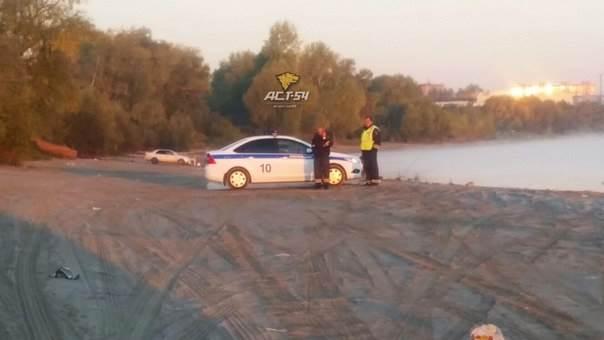 Двое мужчин утонули в автомобиле в Новосибирске