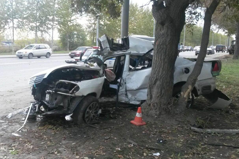 В уничтоженном «Марке» в Новосибирске пострадали двое молодых людей