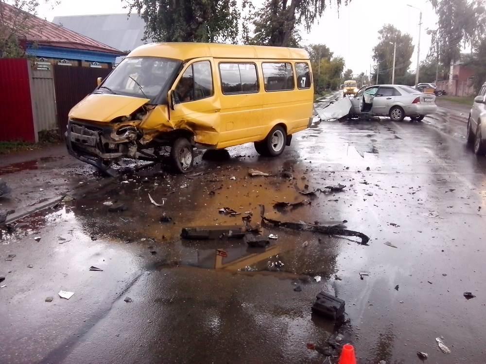 Шесть человек пострадали в ДТП на Красной Сибири в Бердске
