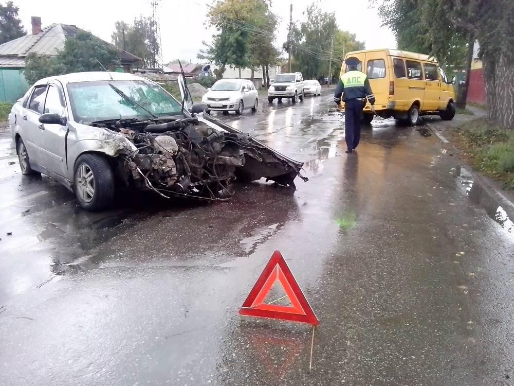 Таранивший маршрутку водитель, сбежал от полиции из ЦГБ Бердска