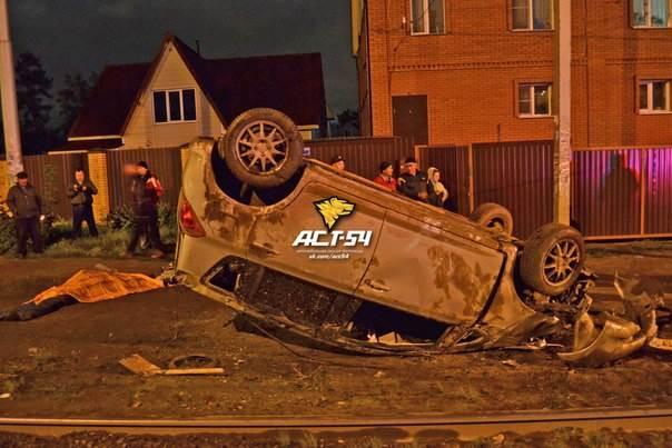 Неуправляемый авто сбил насмерть двух человек в Новосибирске