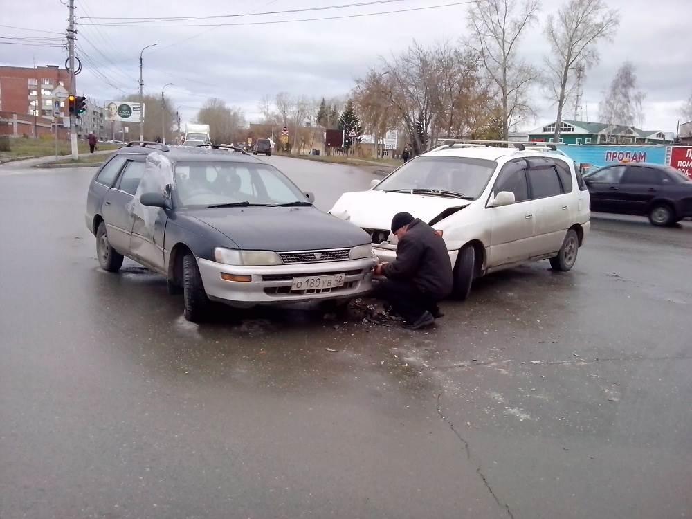 Лобовое столкновение на перекрестке в Бердске