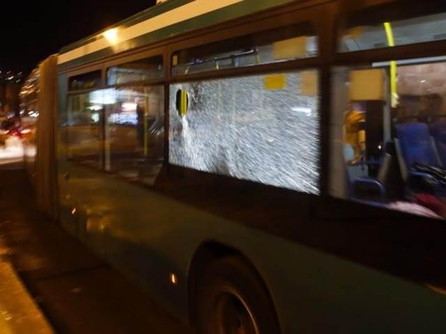 Кто и чем выбил стекло в искитимском автобусе?