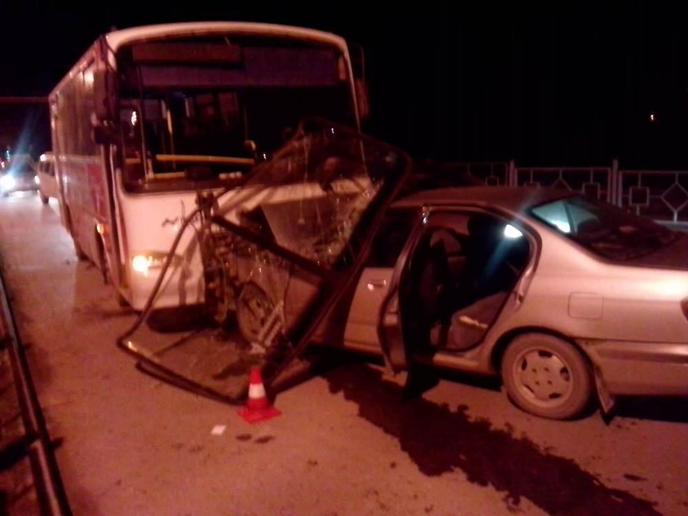 ДТП в Бердске: «Ниссан Примера» vs рейсовый ПАЗ. Пострадали два человека