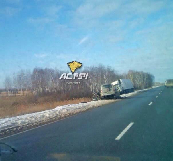 Двое погибли в УАЗе, попавшем под МАЗ с мясом для Бердска