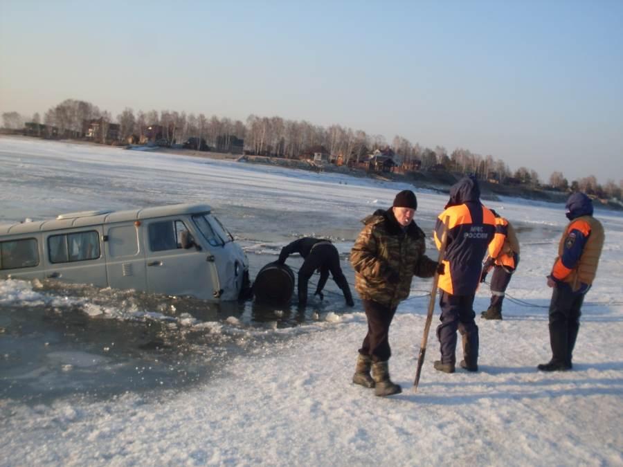 Лед на бердском заливе опасен для автомобилей