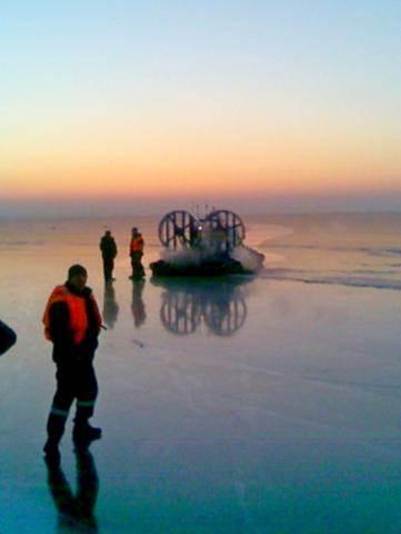 Автомобиль с рыбаками провалился под лед в Искитимском районе