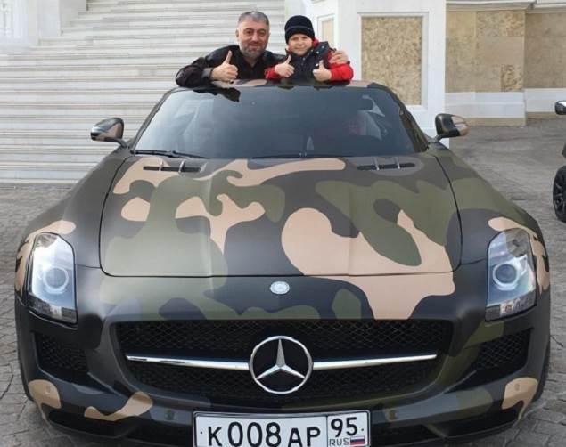 ФОТОФАКТ: Адаму Кадырову подарили «Мерседес»
