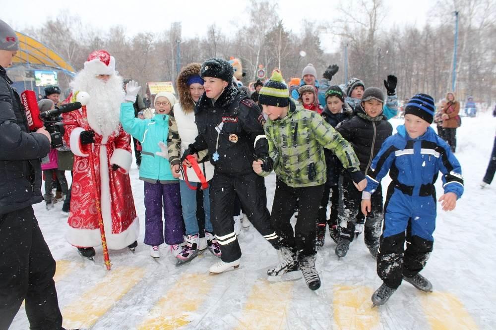 В Новосибирске появился ледовый автогородок