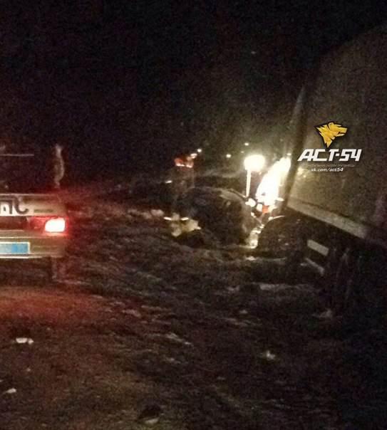 Два человека погибли в автоаварии под Новосибирском
