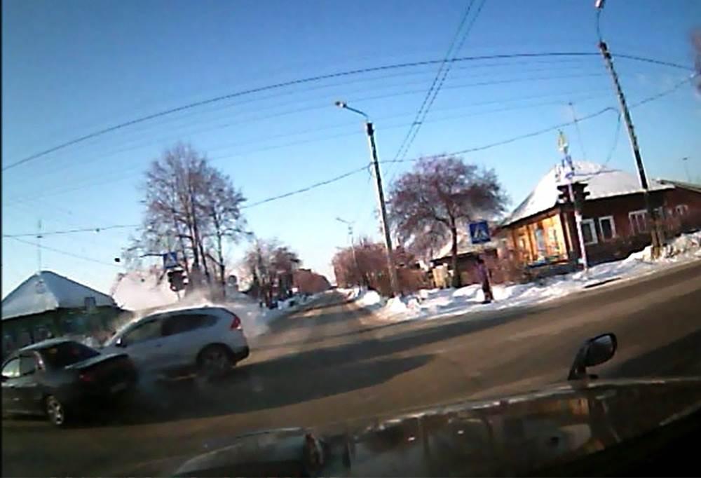 ВИДЕОФАКТ: Кто виноват в ДТП с тремя пострадавшими в Бердске