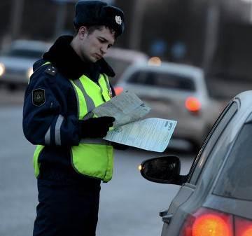 Автоледи без прав наехала и «прокатила» сотрудника ДПС в Новосибирске