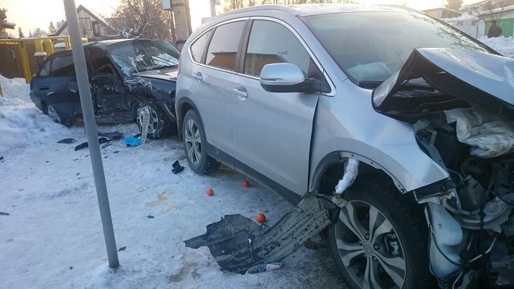 Две автоледи попали в ДТП на перекрестке в Бердске