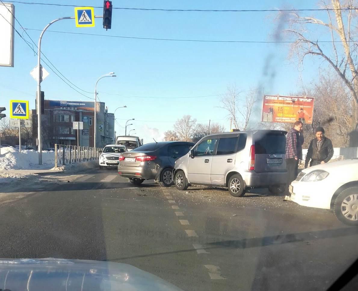 Из-за ДТП в течение часа стояла трасса М-52 в Бердске