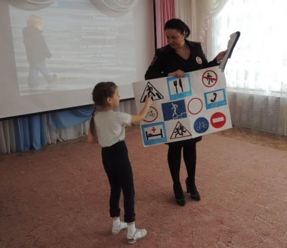 ФОТОФАКТ: Джолдос и бердская ГИБДД спешат на помощь