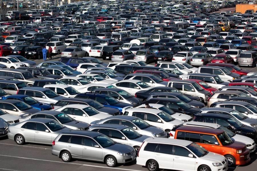 Иностранцы скупают подержанные автомобили в России