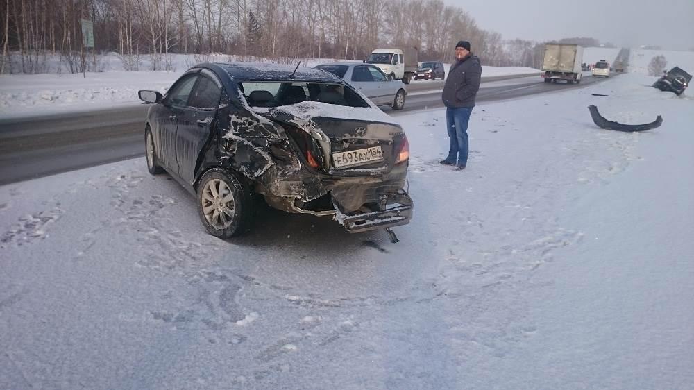 Аварийное утро на трассе М-52 в районе Бердска: как минимум 5 ДТП